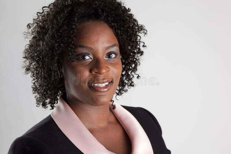 Headshot de femme de sourire photographie stock libre de droits