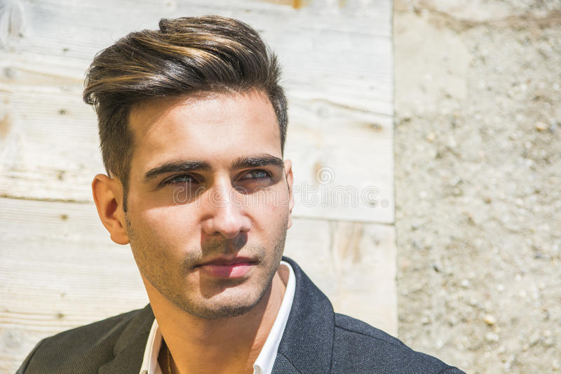 Headshot de jeune homme beau photo libre de droits