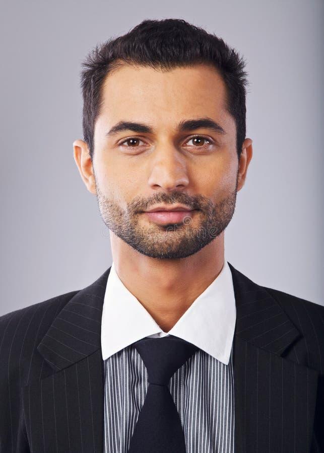 Headshot de um homem de negócios do Oriente Médio considerável fotos de stock royalty free