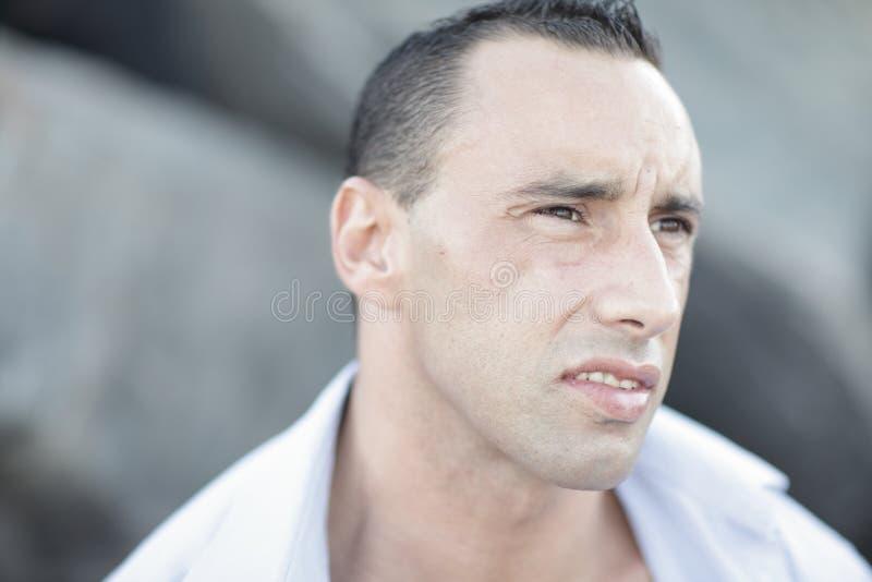 Headshot de um homem muscular fotos de stock royalty free