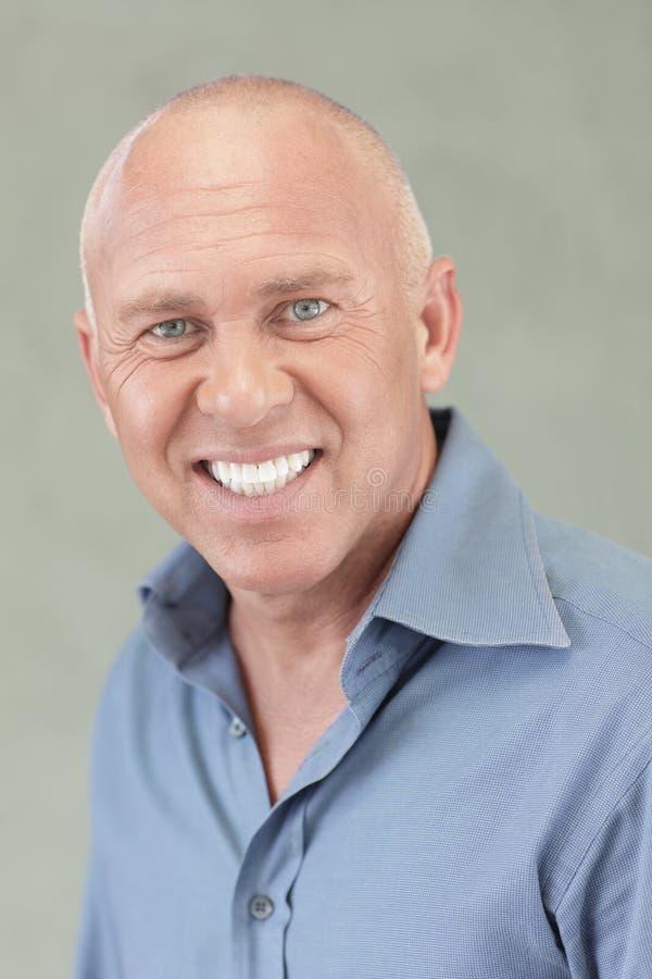 Headshot de um sorriso do homem imagens de stock