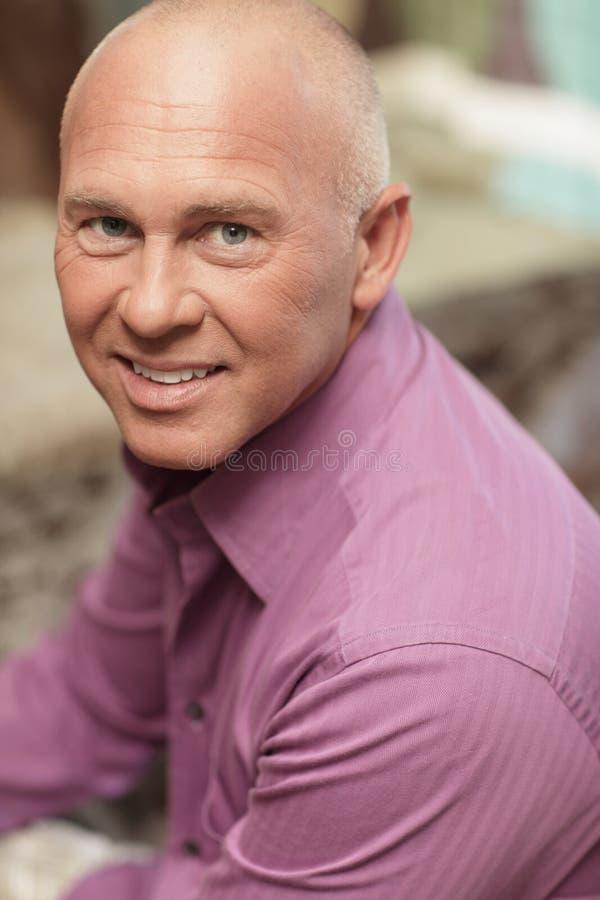 Headshot de un hombre hermoso fotografía de archivo libre de regalías