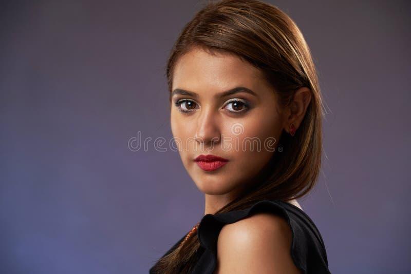Headshot der hübschen Frau stockfotos
