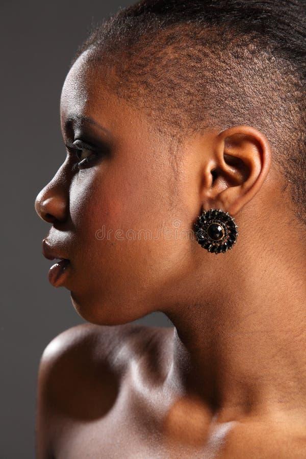 Headshot do perfil da mulher bonita do africano negro imagens de stock royalty free