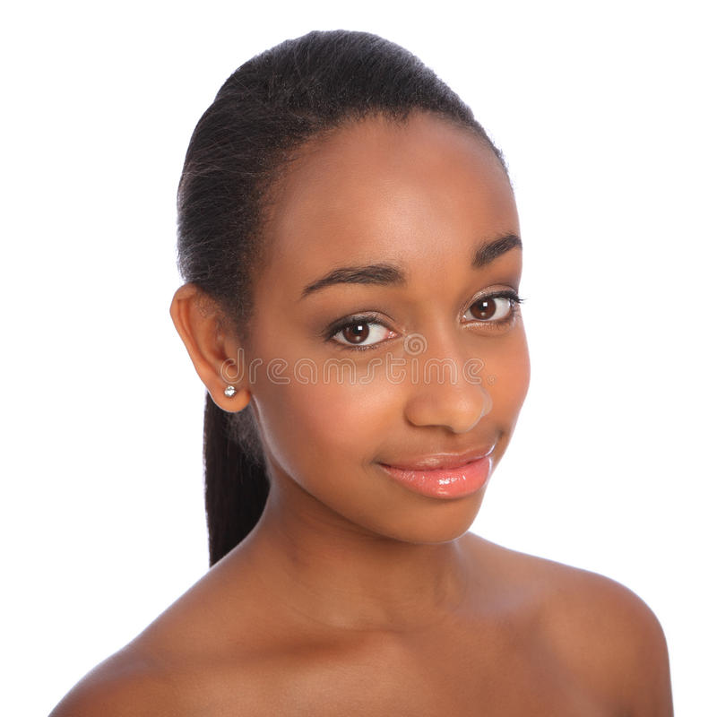 Headshot sonriente de la mujer hermosa del afroamericano imagen de archivo