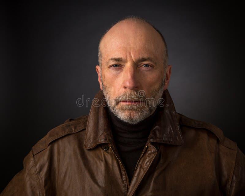 Headshot van de mens in leerjasje royalty-vrije stock afbeelding