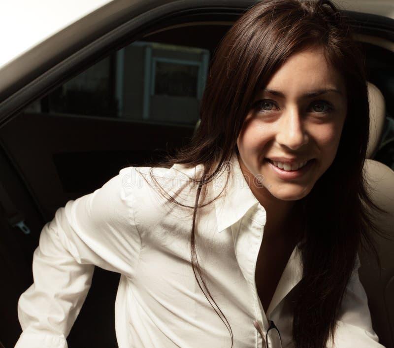 Headshot van een glimlachende vrouw stock foto's