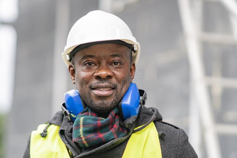 Headshotporträt eines Afroamerikaneringenieurs lizenzfreies stockfoto