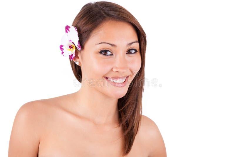 Headshotportret van een jonge mooie Aziatische vrouw - Aziatische peopl stock foto
