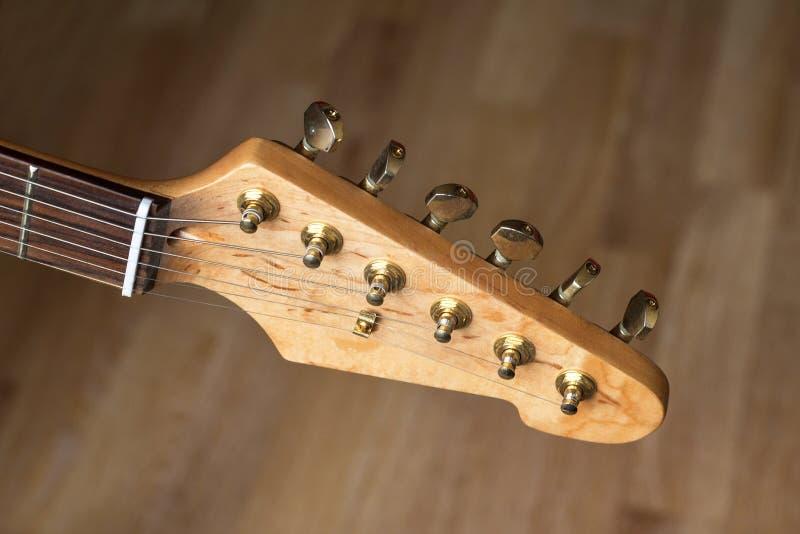 Headstock da guitarra elétrica, fim acima imagem de stock