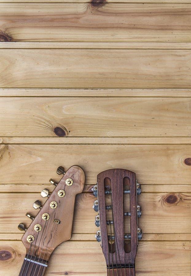 Headstocks da guitarra elétrica e acústica fotografia de stock royalty free
