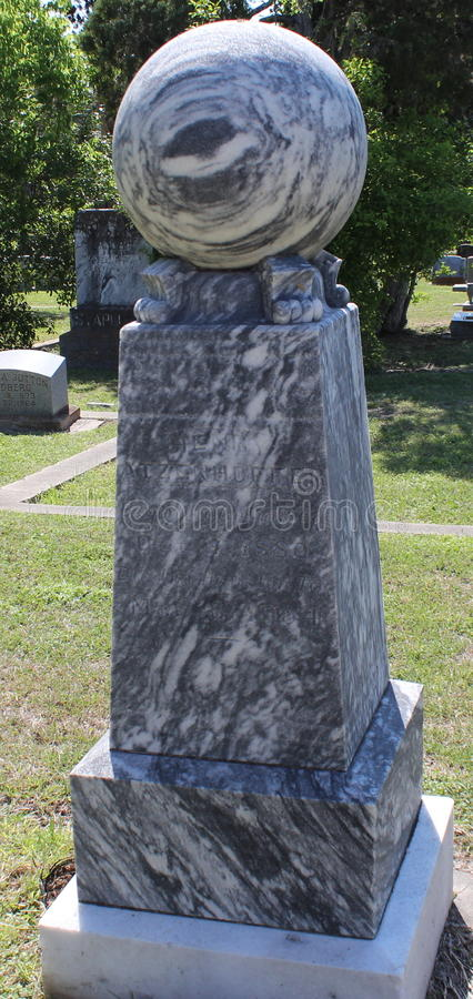 Headstone z piłką obraz royalty free