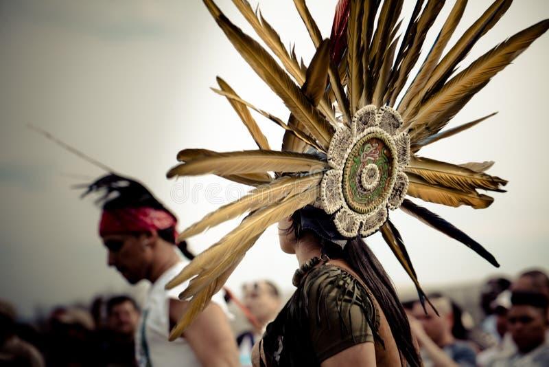 Headwear aztèque indigène de danse image libre de droits