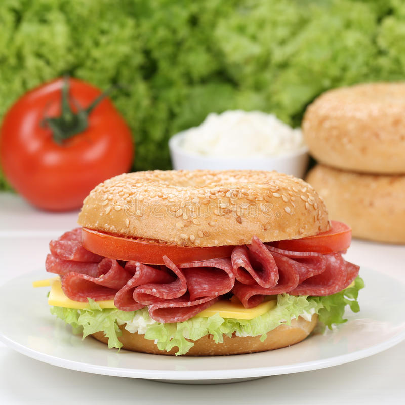 Free Healthy Eating Bagel For Breakfast With Salami Ham Royalty Free Stock Images - 66483019