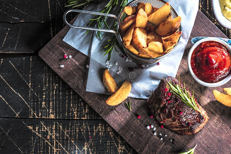 Healthy grilled medium-rare beef steak and vegetables with roasted Potatoes royalty free stock photos