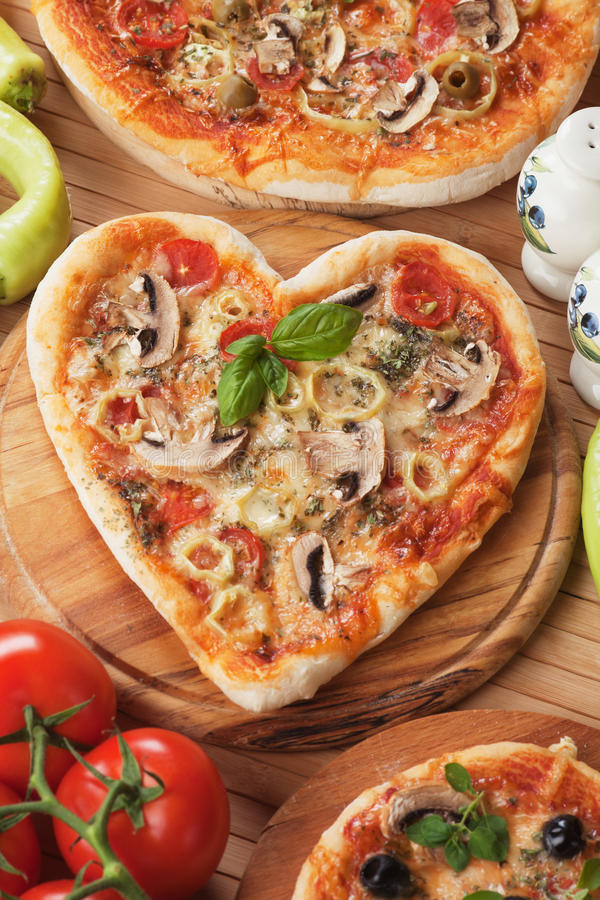 Free Heart Shaped Funghi Pizza Royalty Free Stock Image - 47858606
