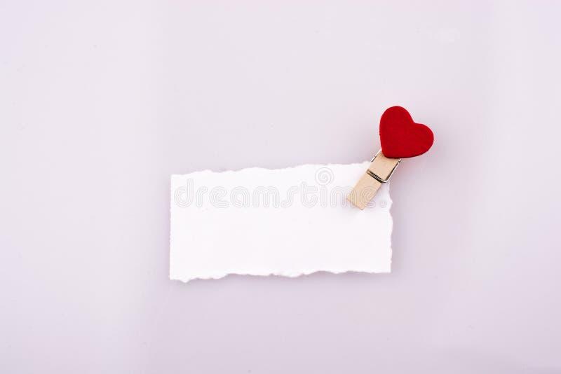 Hearted klem op een document stock foto's
