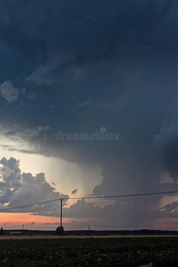 Heavy Rain-Wolken over de Gebieden royalty-vrije stock afbeeldingen
