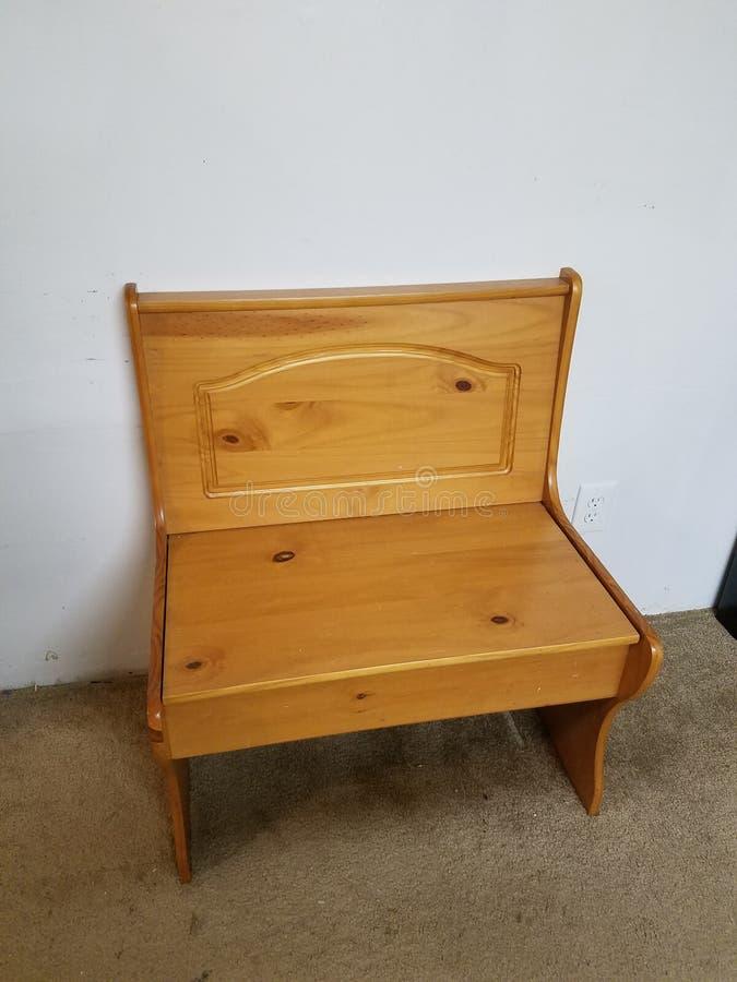 Heb een zetel op een bank stock afbeeldingen