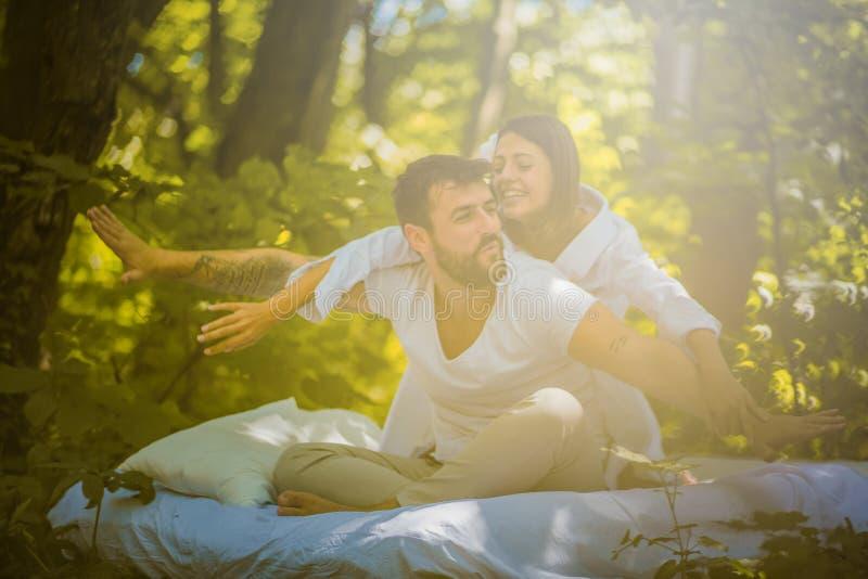 Heb pret met uw liefde in aard Ochtend als dit stock foto's