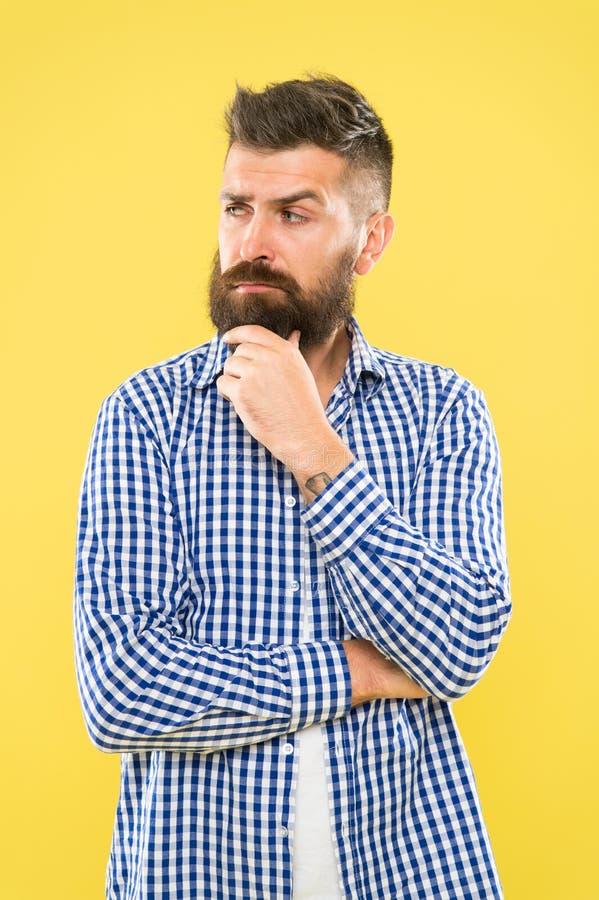 Heb sommige twijfels Nadenkende Uitdrukking Behoefte te denken Nadenkende mens die nemend besluit aarzelt Hipster gebaard gezicht royalty-vrije stock foto
