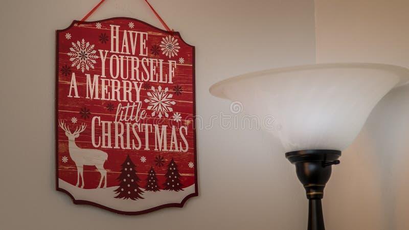 Heb zelf vrolijk weinig Kerstmisteken stock fotografie