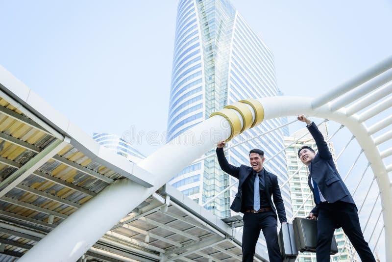 Hebben Aziatische zaken twee overwinning van bedrijfsdoel met de bouw a royalty-vrije stock afbeelding