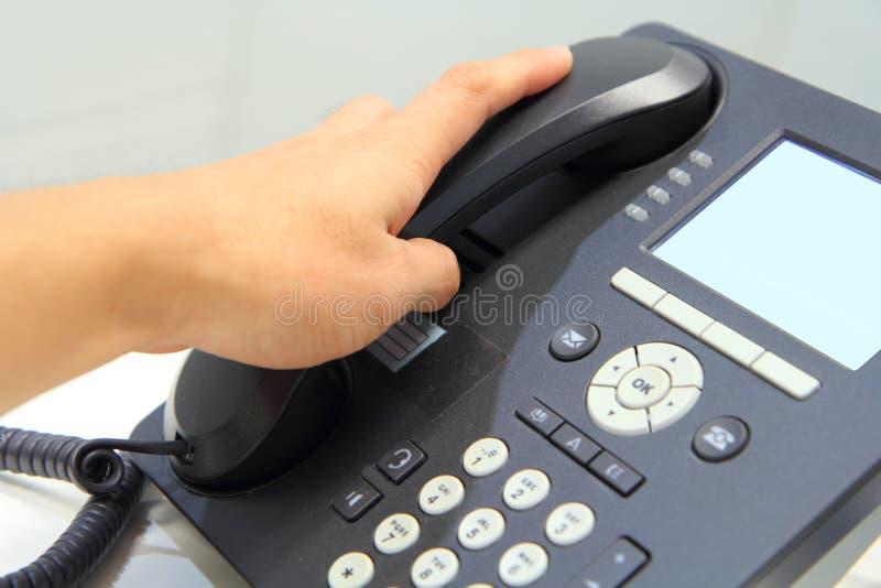 Heben Sie das Telefon auf lizenzfreie stockbilder