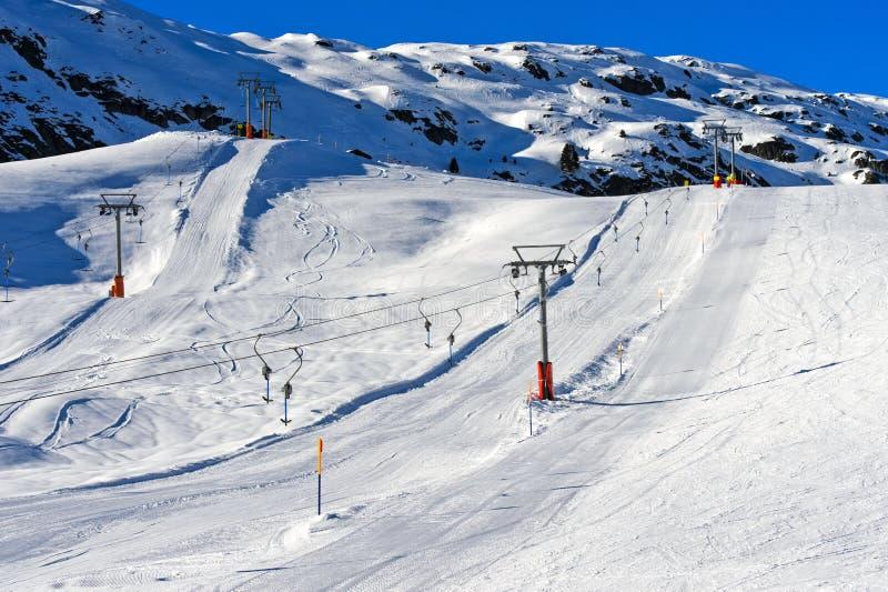 Heben Sie Installation in der Skifahrenregion Aletsch-Arena an stockbild