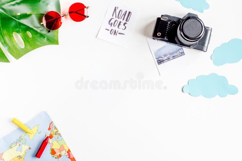 Heblować wycieczkę z dzieckiem z fotografii kamery tła odgórnego widoku białą przestrzenią dla teksta fotografia stock