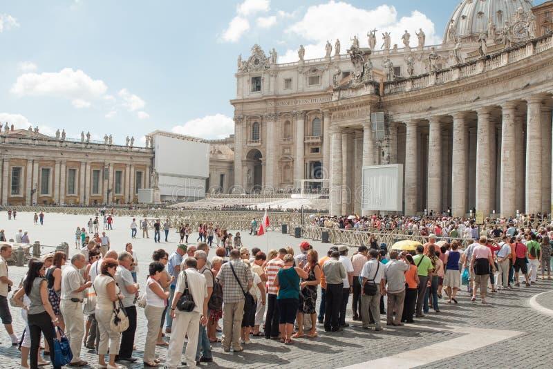 Hecho cola en el Vaticano imagen de archivo