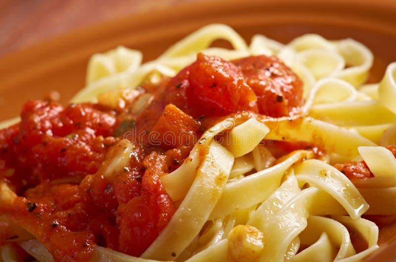 Hecho en casa siciliano   Fettuccine de las pastas foto de archivo