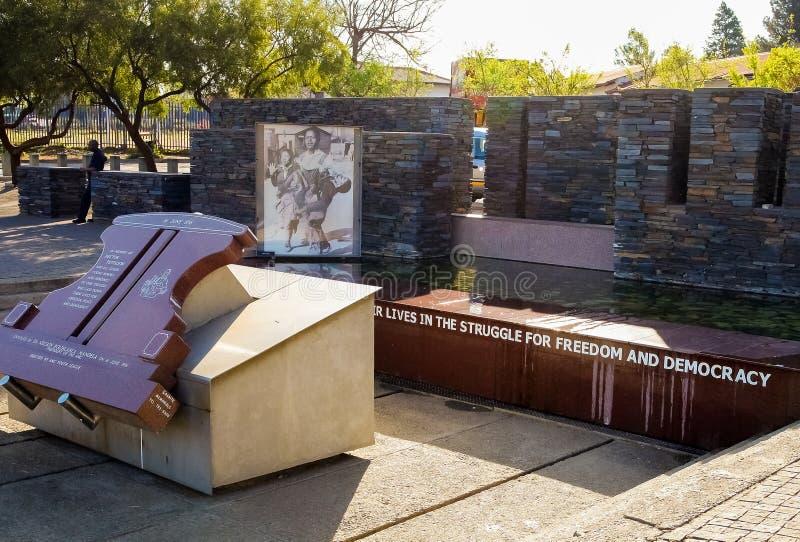 Hector Pieterson Memorial Museum exterior em Soweto Joanesburgo fotos de stock