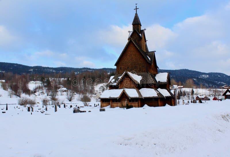 Heddal Stavkirke sull'inverno fotografia stock
