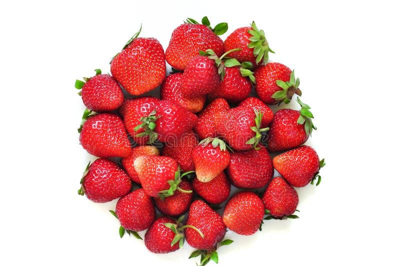 Heel wat aardbeibessen op een witte achtergrond Een groep zoete vruchten Vitaminevruchten voor smoothies, cocktails en domeinen stock foto