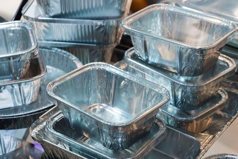 Heel wat containers van het voedselaluminium stock fotografie