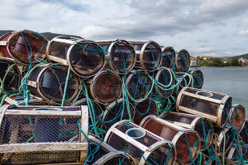 Heel wat crubpotten in de haven stock fotografie