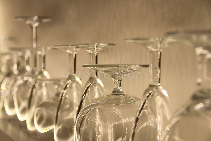 Heel wat glas op plank royalty-vrije stock afbeeldingen