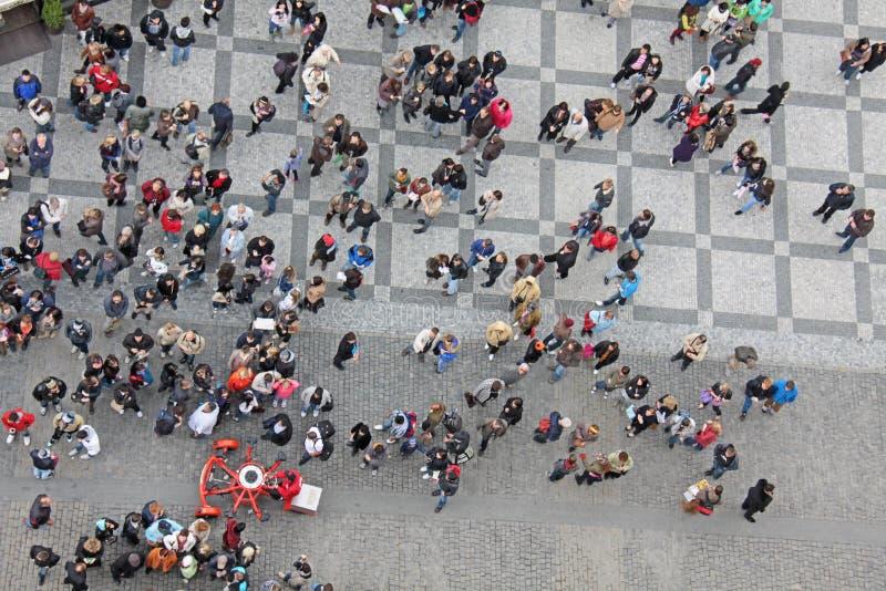 Heel wat mensen in het vierkant Mening van hierboven Stad van Praag, stock foto's