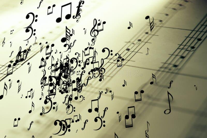 Heel wat muzieknoten die op uitstekende oud de staaf vliegen pentagram stock foto