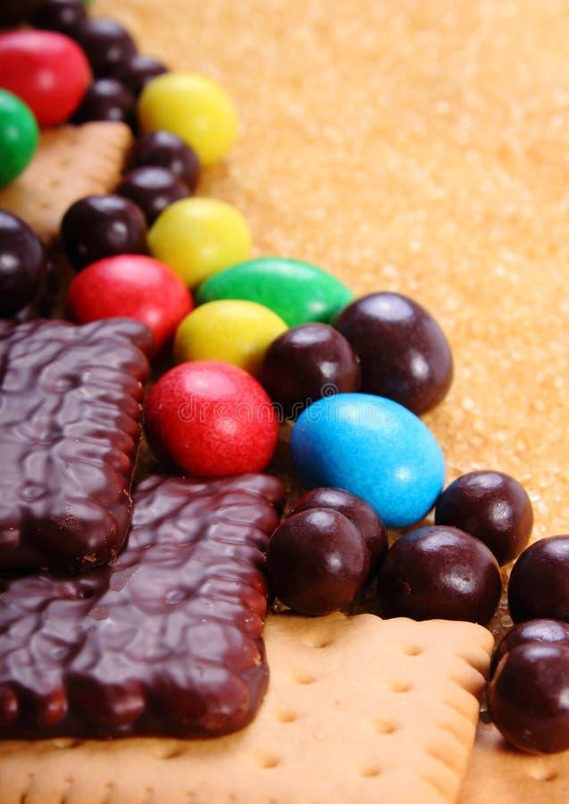 Heel wat snoepjes en riet bruine suiker, ongezond voedsel stock afbeelding