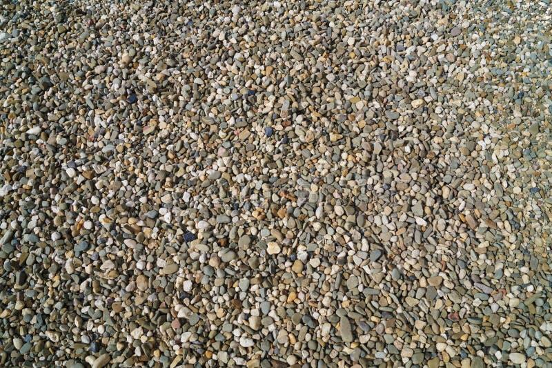 Heel wat uiterst kleine stenen, kiezelsteen, grint, mengeling van kleuren royalty-vrije stock afbeeldingen