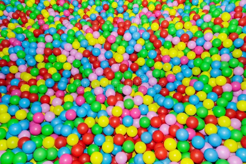 Heel wat verschillende gekleurde ballen royalty-vrije stock afbeeldingen