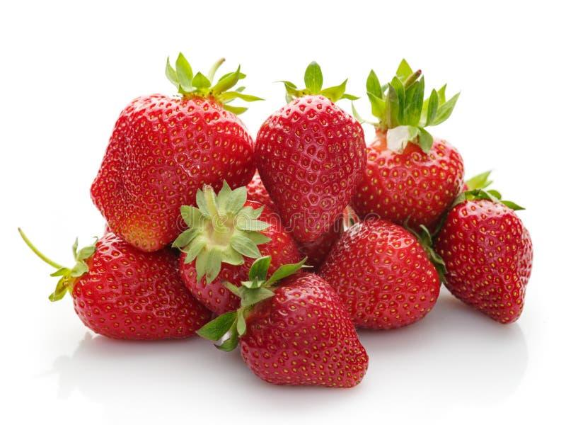 Heel wat verse aardbeien op een witte achtergrond royalty-vrije stock afbeeldingen