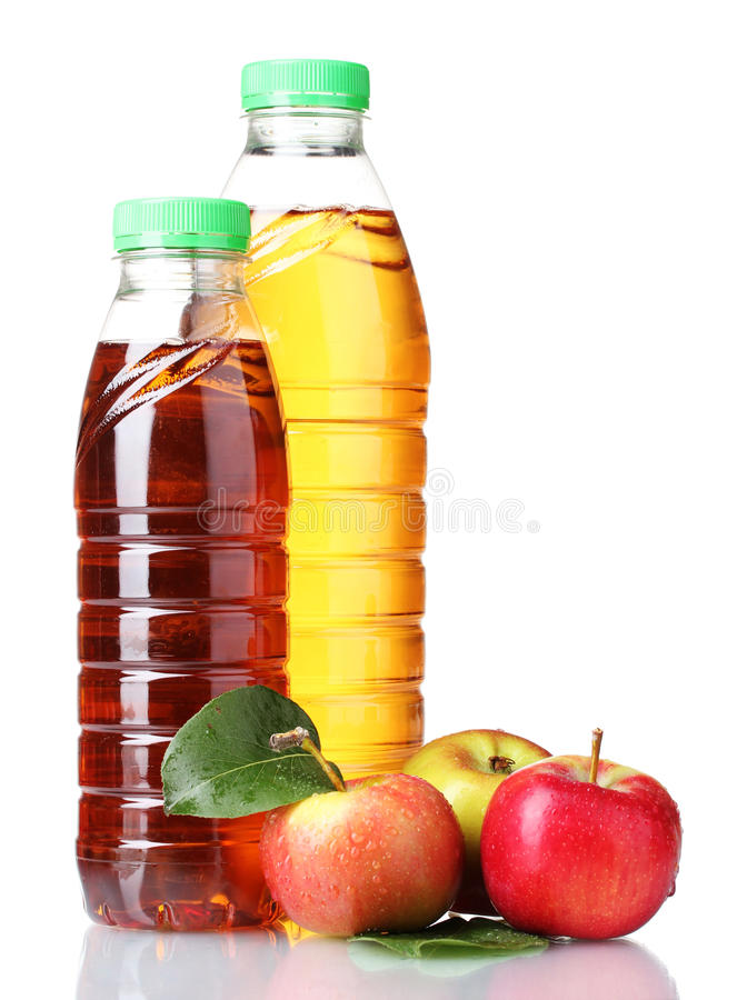 Heerlijk appelsap in flessen en appelen stock afbeelding