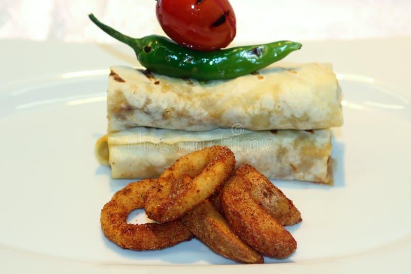 Download Heerlijk Broodjes Gevuld Vlees Stock Foto - Afbeelding bestaande uit cuisine, gekookt: 54087540