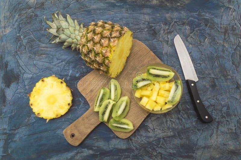 Heerlijk en gezond kiwi en ananasfruit stock fotografie