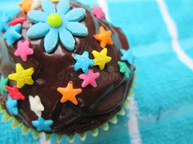 Heerlijk en prachtig verfraaid cupcake royalty-vrije stock afbeelding