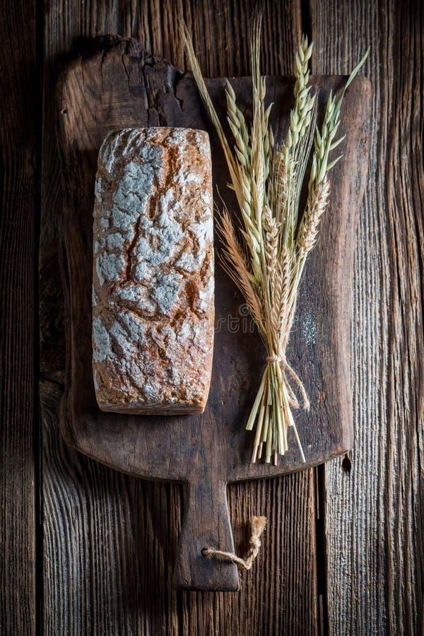 Heerlijk en vers brood met verscheidene korrels voor ontbijt stock afbeeldingen