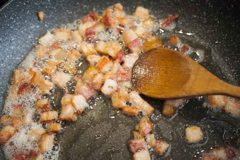 Heerlijk knapperig bacon op de pan royalty-vrije stock fotografie